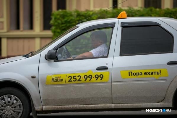 В сервисе такси «Максим» сообщили, что пассажирка была пьяна