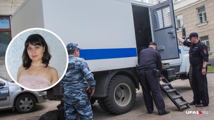 Кассир Луиза Хайруллина, которая вынесла из банка 25 миллионов рублей, признала свою вину