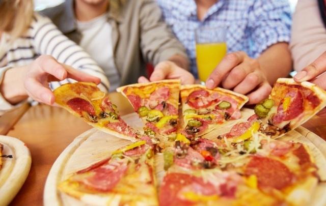 Сбербанк и «Едалия» показали ребятам из детского дома, как готовить настоящую пиццу
