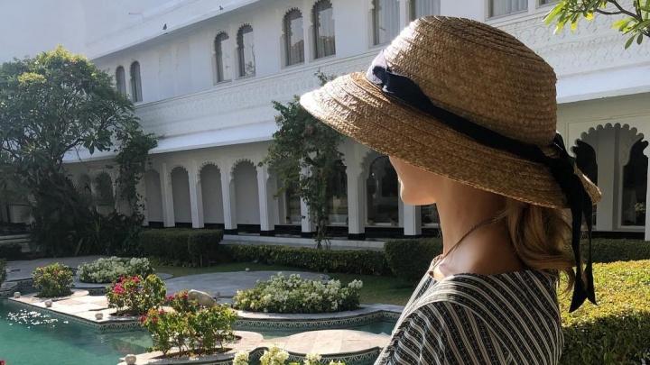 «Снова в Индии». Наталья Водянова сбежала из революционного Парижа