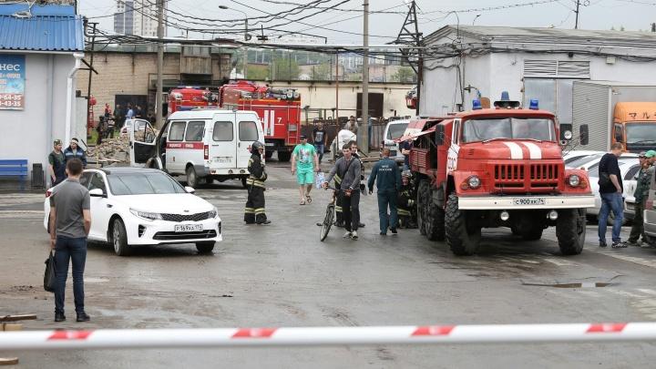 «Персонал вывели на улицу»: в центре Челябинска загорелся комбинат