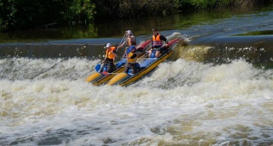 20 километров за 12 часов: сплавляемся по Исети от ВИЗа до Химмаша на катамаранах