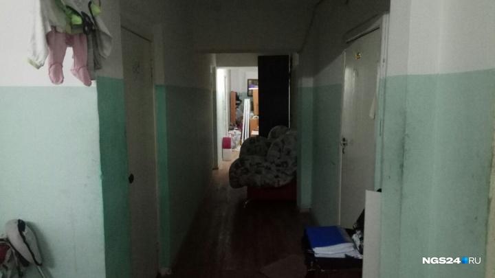 «За этих родителей заступались»: опека уже забирала детей из семьи, где отец выбросил ребенка в окно