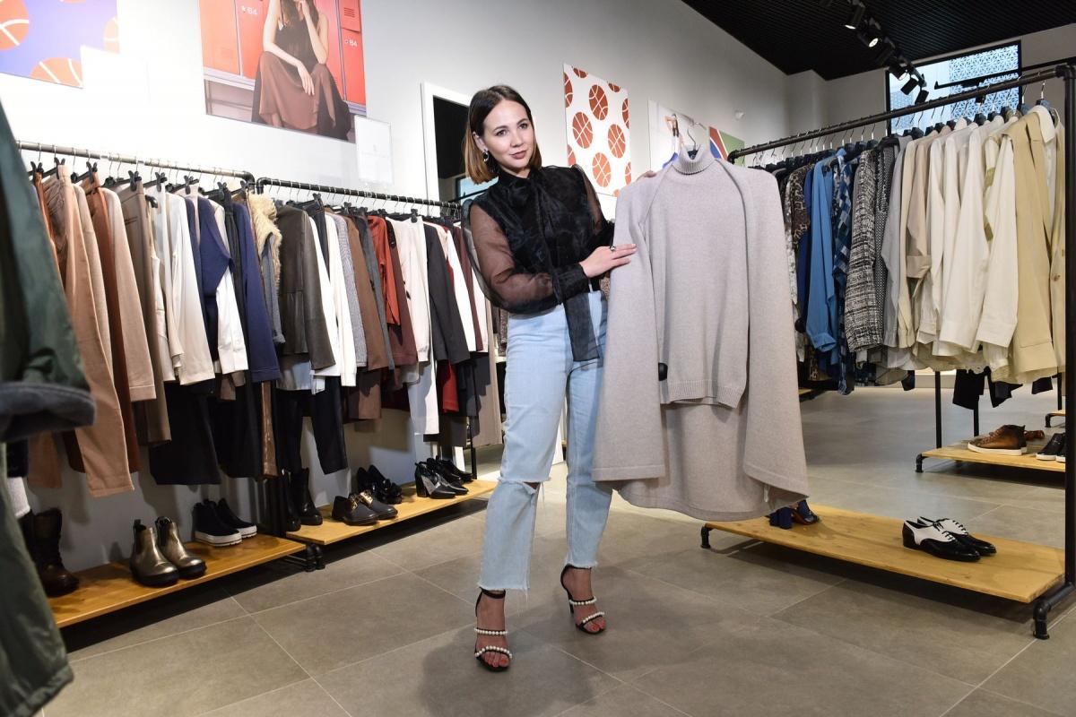 Стилист Мария Марыгина при обновлении гардероба советует обратить внимание на аутлет «Кашемир и шелк» в Brands' Stories Outlet