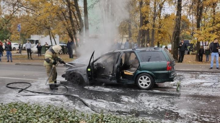 На Еременко в Ростове после аварии сгорел автомобиль