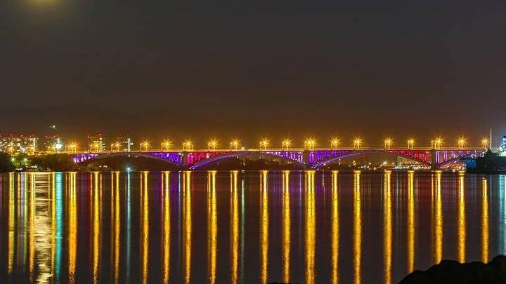 «Это столичная история»: официально запущена подсветка Коммунального моста