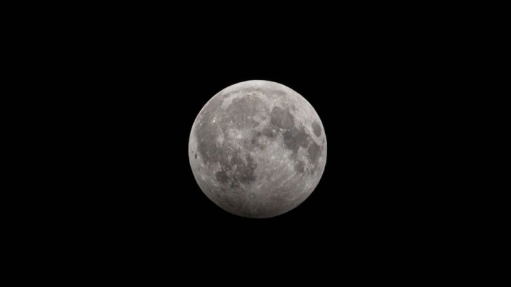Первое лунное затмение в 2020 году. Каким его увидели новосибирцы