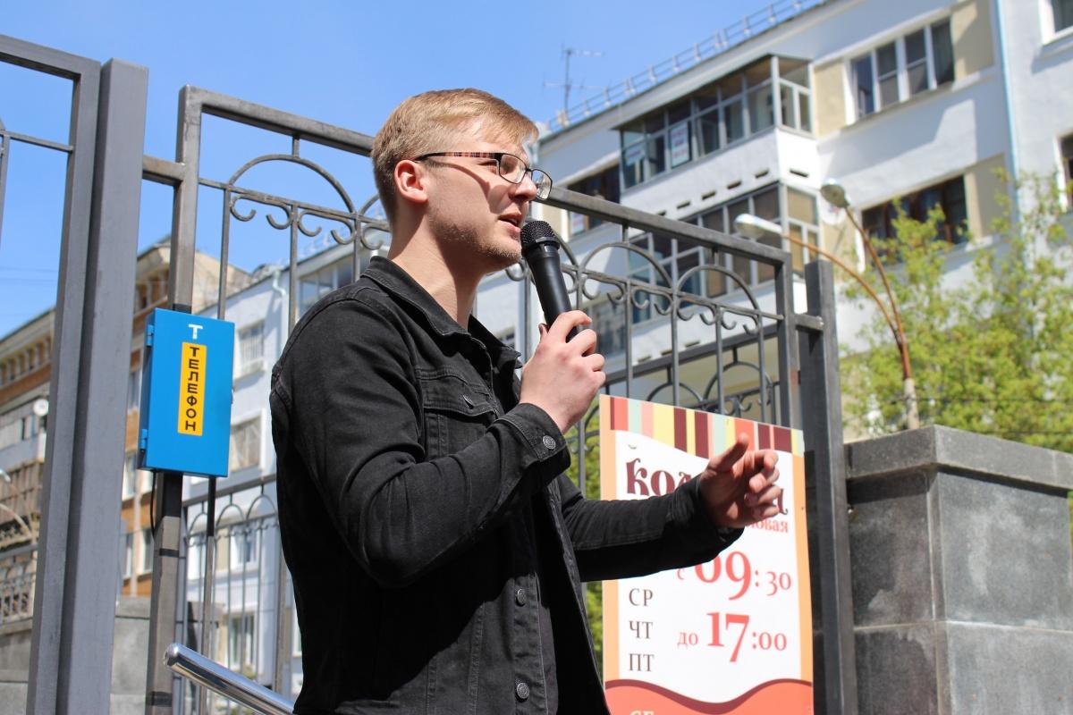 Пирожков —  самый молодой депутат гордумы . Он выпускник УрГЮУ