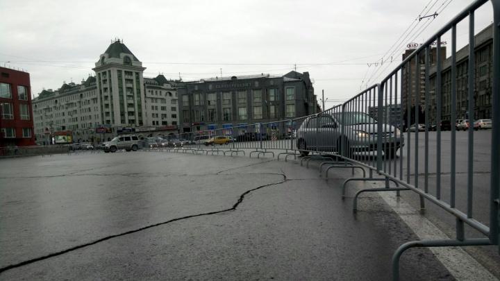 Площадь Ленина начали перекрывать под громкую музыку