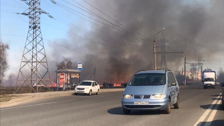 Пламя охватило трассу в центре Тольятти
