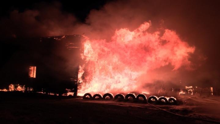 В ночном пожаре на Кегострове погибли два человека