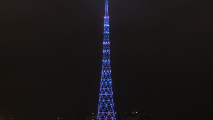 Переливается и сверкает: на пермской телебашне запустили новогоднее световое шоу. Видео