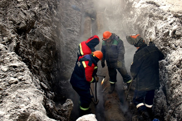 Ремонт теплотрассы продолжался до середины дня 21 ноября
