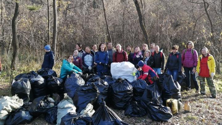 Новосибирцы собрали 40 мешков мусора с берега реки в Заельцовском районе