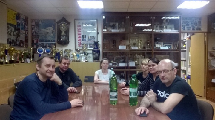 «Пришли с ЧОПом и попросили на выход»: сотрудники спортшколы «Конас» продолжат голодовку