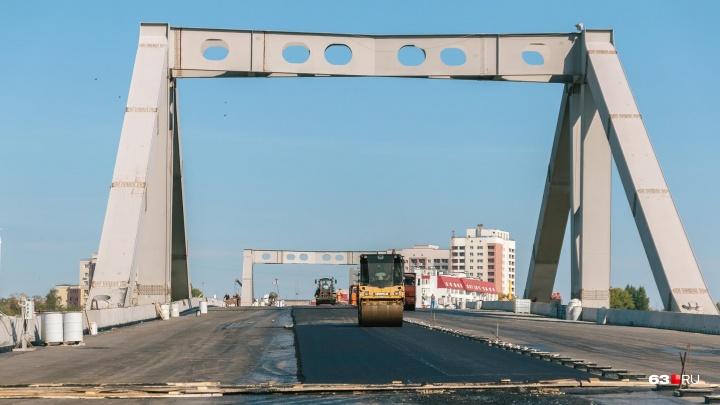 «Греметь не будет»: подрядчик рассказал о деталях укладки асфальта на Фрунзенском мосту