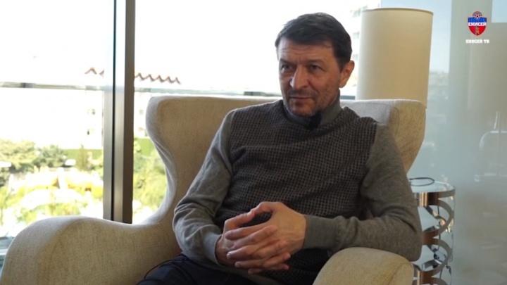 Тренер футбольного «Енисея» заявил об увольнении