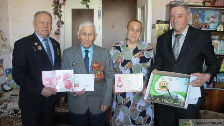 В Уфе поздравили ветеранов-долгожителей
