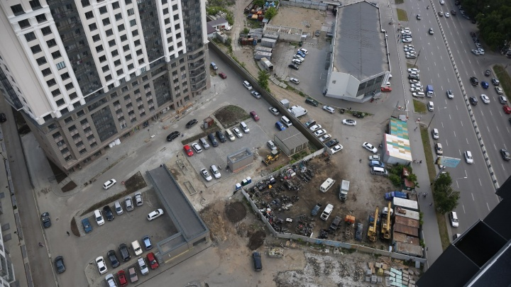 Омский депутат построит рядом с новым ЛДС торговый центр