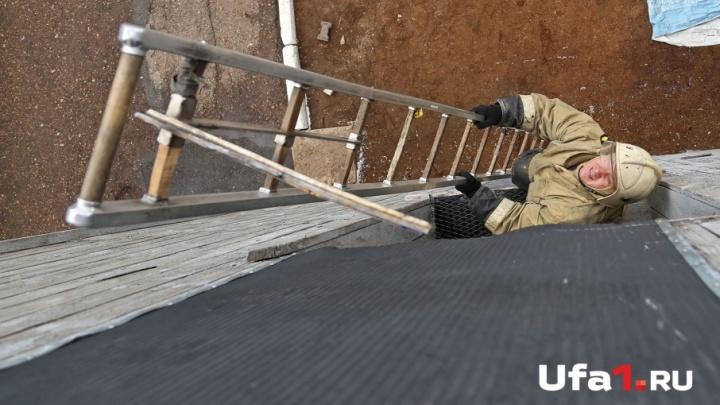 В Уфе пожар на балконе тушили десять спасателей