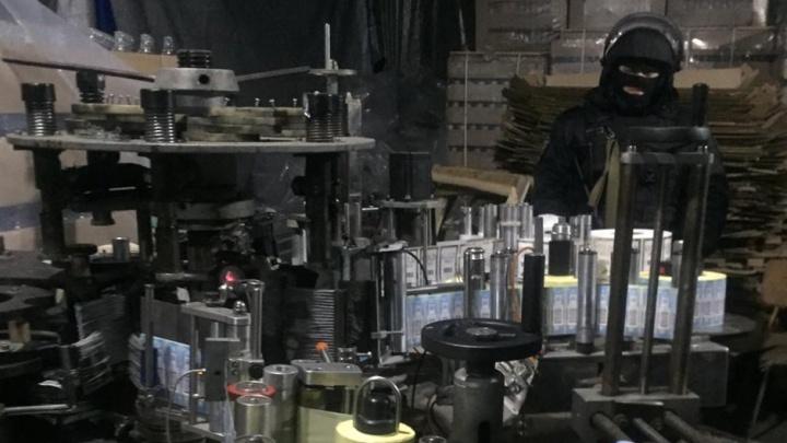 В Ростовской области в подпольном цеху обнаружили 40 тысяч бутылок поддельного алкоголя