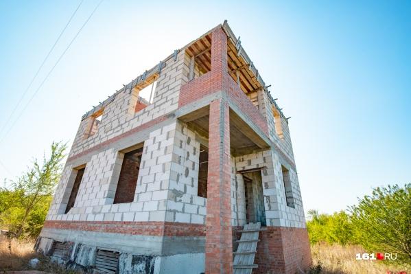 Суд заставил ростовчан снести этот дом