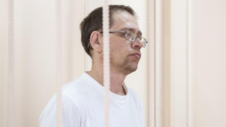 «Угрожал сбросить с балкона»: муж убитой в спортмагазине челябинки избивал её дочь