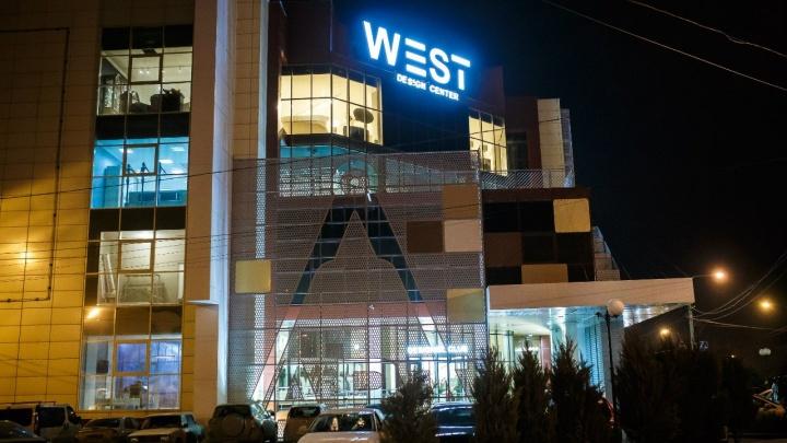 Судебные приставы опечатали вход в ростовский торговый центр West
