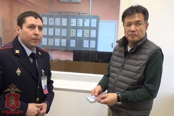 Кишимото Ясуши (справа)