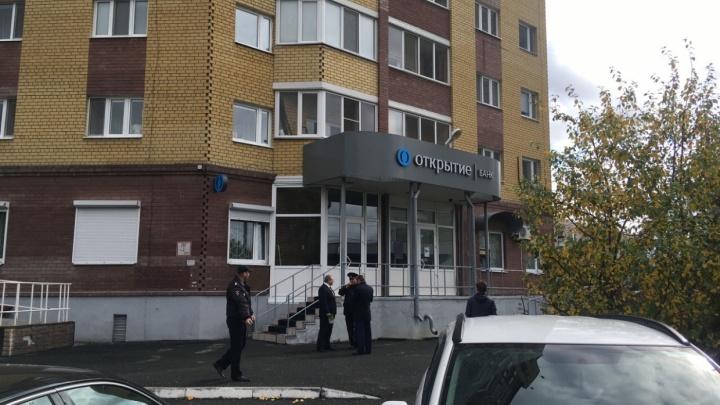 Поймали грабителя, который вынес из банка «Открытие» в Зареке 1,2 миллиона рублей