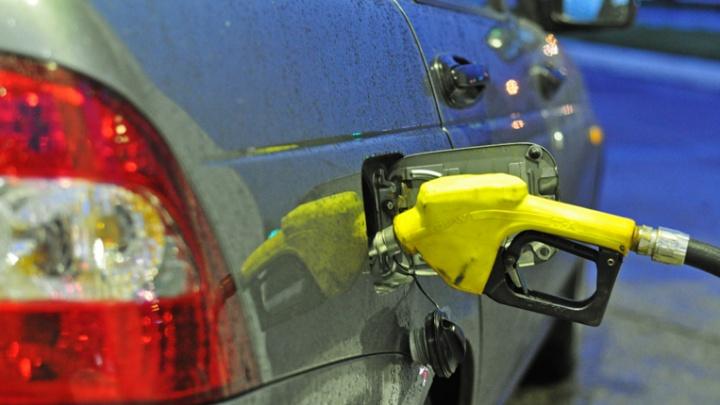 Эксперты забраковали бензин на двух АЗС за городом