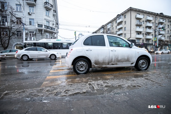 После дождя дороги в Ростове превращаются в реки
