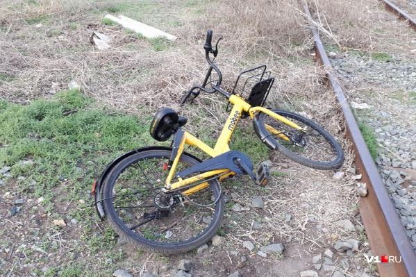 Оставлять велосипеды нужно на специальных стоянках у остановок общественного транспорта