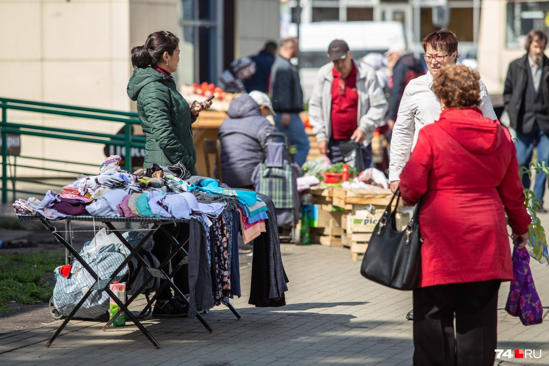 Жители Теплотеха много лет жалуются на эту торговлю...