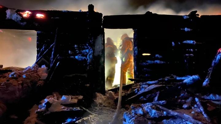 В Башкирии при пожаре в доме погибла семья с ребенком