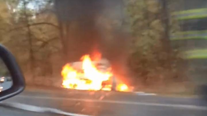 Выгорел дотла: на трассе в Башкирии вспыхнул автомобиль