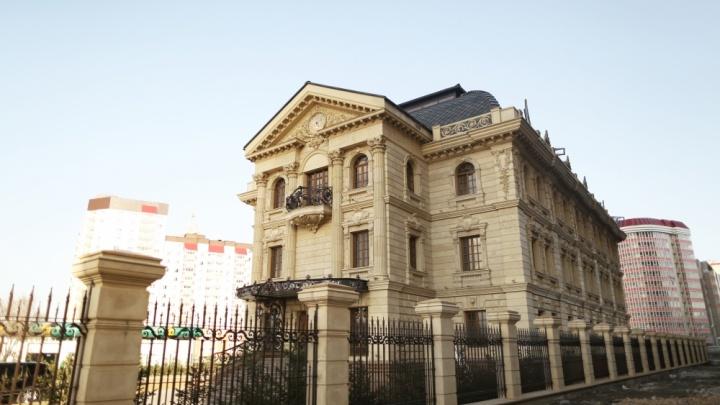 На Караульной сдается замок-офис красноярского миллионера
