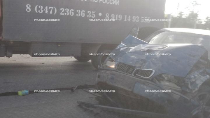 Массовая авария на севере Уфы: столкнулись три автомобиля, один человек погиб и пострадал ребенок
