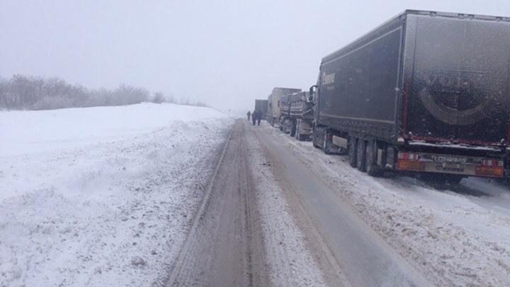 В Самарской области грузовикам запретили ехать по трассе М-5 «Урал»