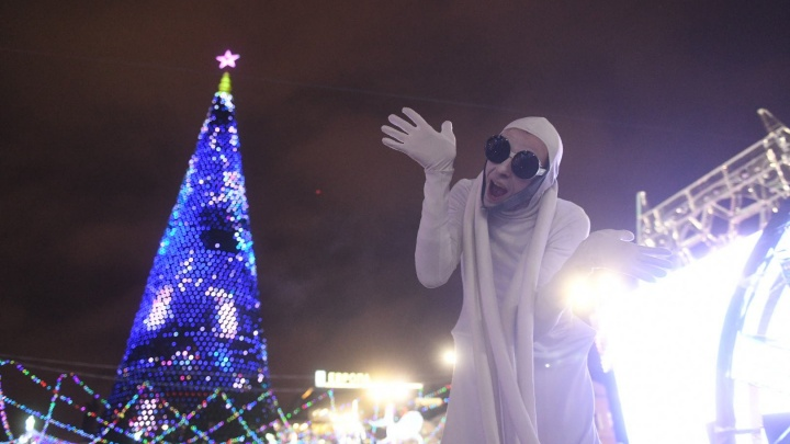 Гигантская ёлка, мэр с девочкой и Король Ночи: представляем лучшие кадры с открытия ледового городка