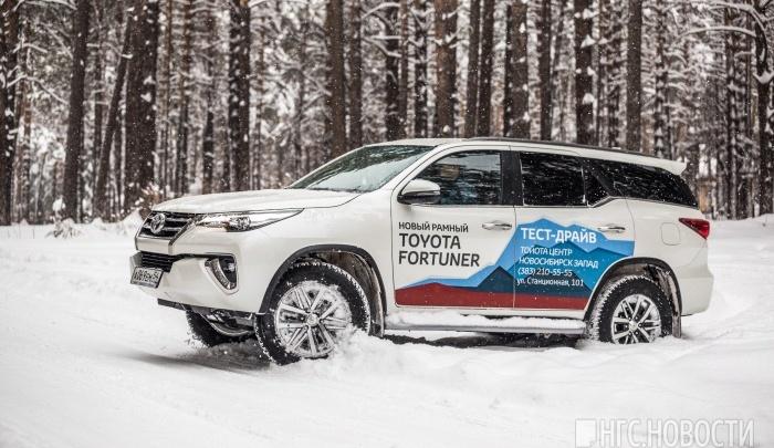 «Тойота» выпустила бензиновый рамный джип