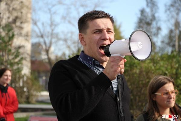 Андрей Боровиков — постоянный выступающий на протестных митингах