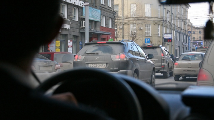 Новосибирск встал в огромных пробках из-за дождя