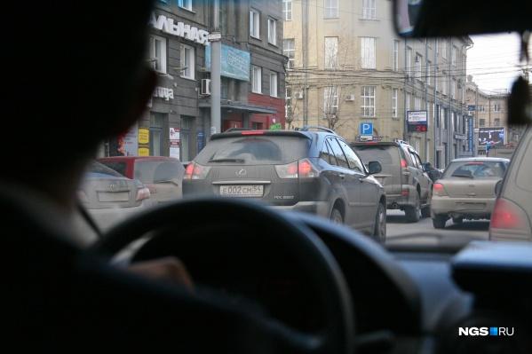 Из-за дождя вечером в пятницу в Новосибирске случился транспортный коллапс