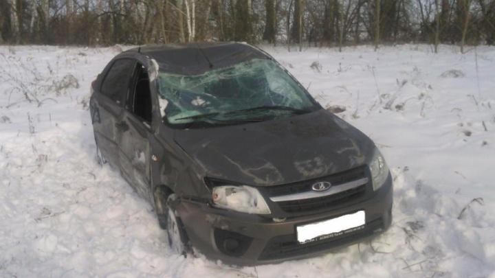 В Зауралье перевернулся автомобиль: пострадали три пожилых человека