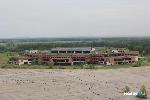 Фото аэропорта выглядит как кадр из фильма про постапокалипсис
