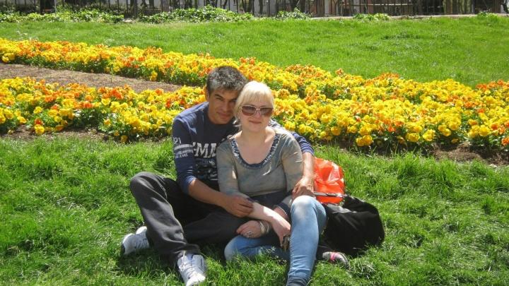 «Первые годы жила нелегально»: как екатеринбурженка влюбилась в колумбийца и переехала на Ибицу