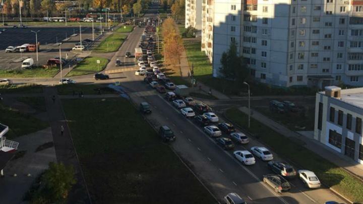 Три крупнейших проспекта Ярославля встали в пробки: следим за ситуацией на дорогах в режиме онлайн