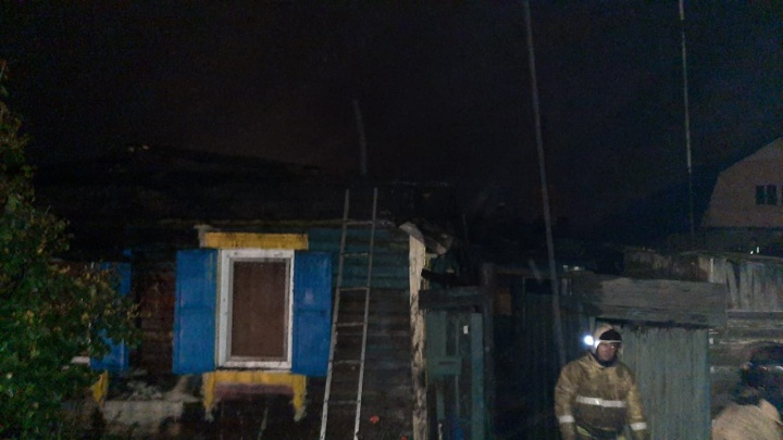 В частном доме при пожаре погибли два человека