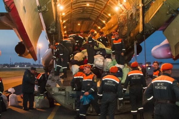Всего в Красноярский край летали 85 человек с оборудованием